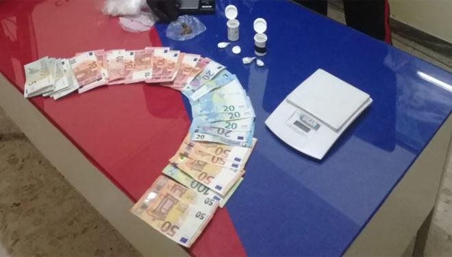 Droga e soldi dentro casa: 46enne arrestato dai Carabinieri