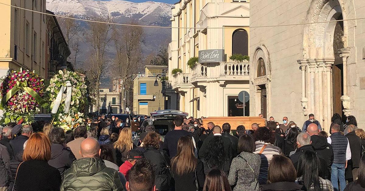 Sora, lacrime e silenzio nella piazza. L'addio a Matteo Baldassarra