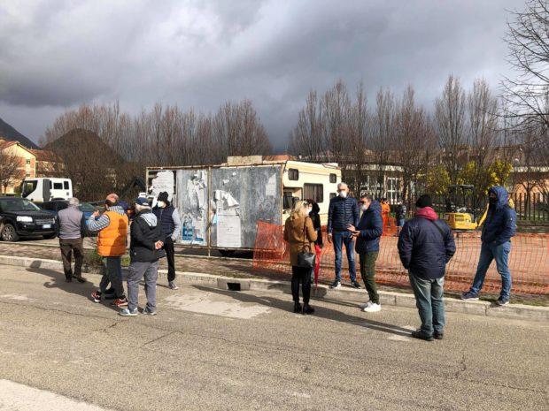 SORA – Sit-in di protesta per la mini-isola ecologica a S. Giuliano Sura. Sul posto De Donatis e Bruni