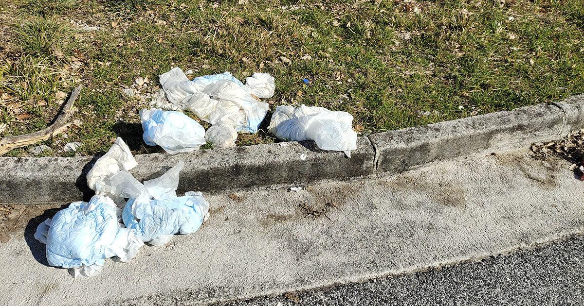 SORA – Pannoloni usati in strada vicino l'ospedale: la segnalazione