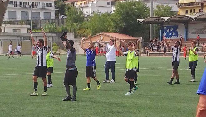 SORA CALCIO – I bianconeri sbancano Itri e volano in testa alla classifica